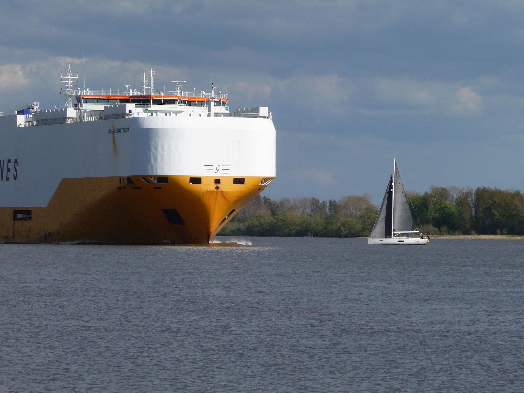 Nautische Ausbildungstörns auf Yacht BEYOND ab Hamburg im Winter und Frühjahr.